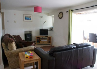 Polgoon-holiday-cottage-living-room